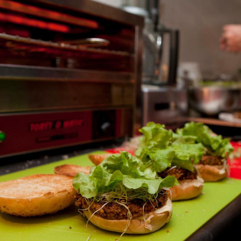 hankburger vos burgers vegan sur paris pour allier plaisir et saveurs sans viande. Black Bedroom Furniture Sets. Home Design Ideas